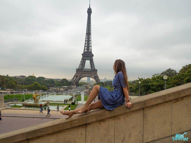 parís torre eiffel mujer