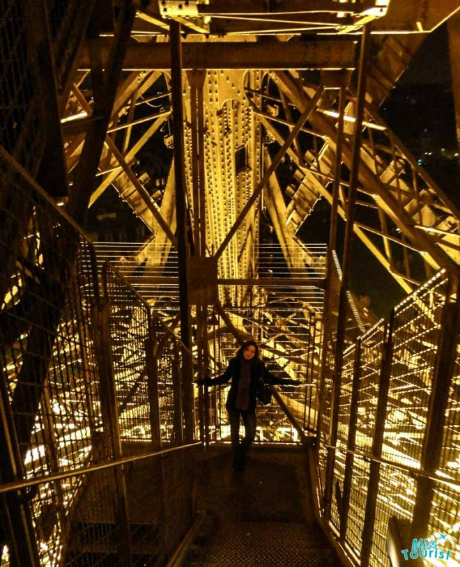 escaleras torre eiffel