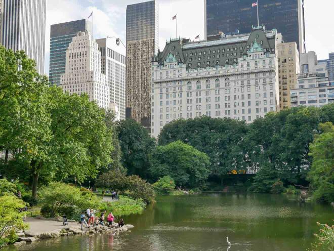 vista del Hotel Plaza desde Central Park