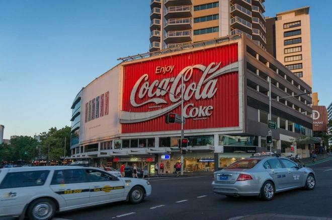 Reyes cruzan los suburbios de Sydney