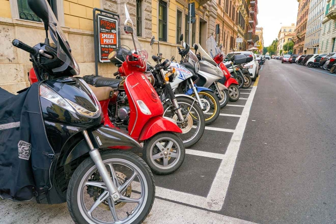 alquilar scooter roma