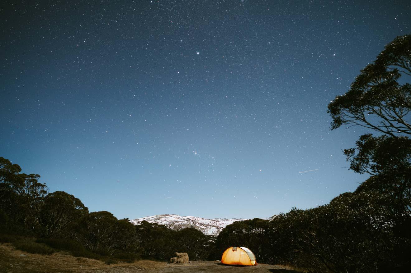 Camping bajo las estrellas en el Parque Nacional Kosciuszko Astralia
