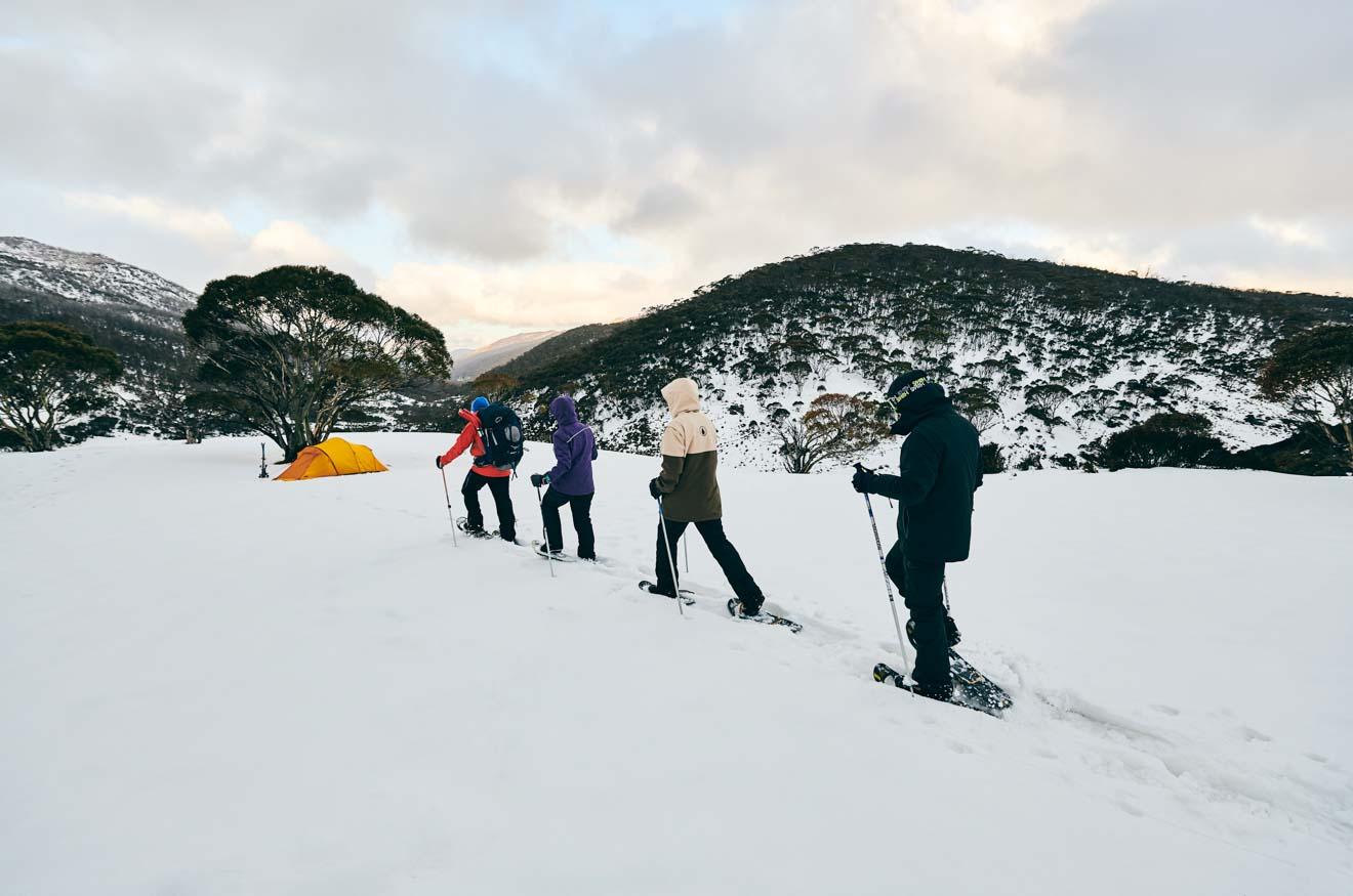 aventura a través de Dead Horse Gap, Thredbo en las montañas nevadas nsw