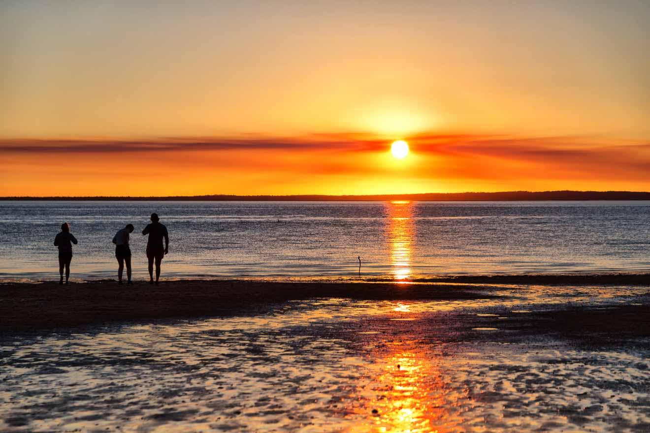 hermosa puesta de sol en hervey bay