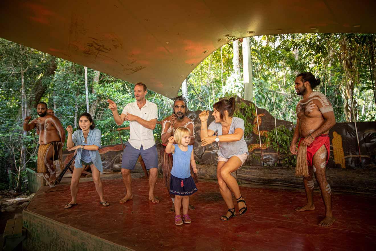 aborígenes bailan cosas que hacer en Port Douglas