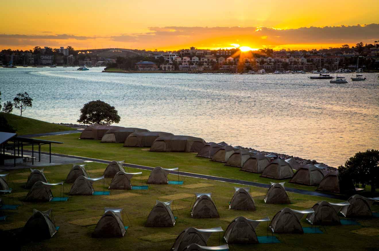 Cockatoo Island camping evento al atardecer