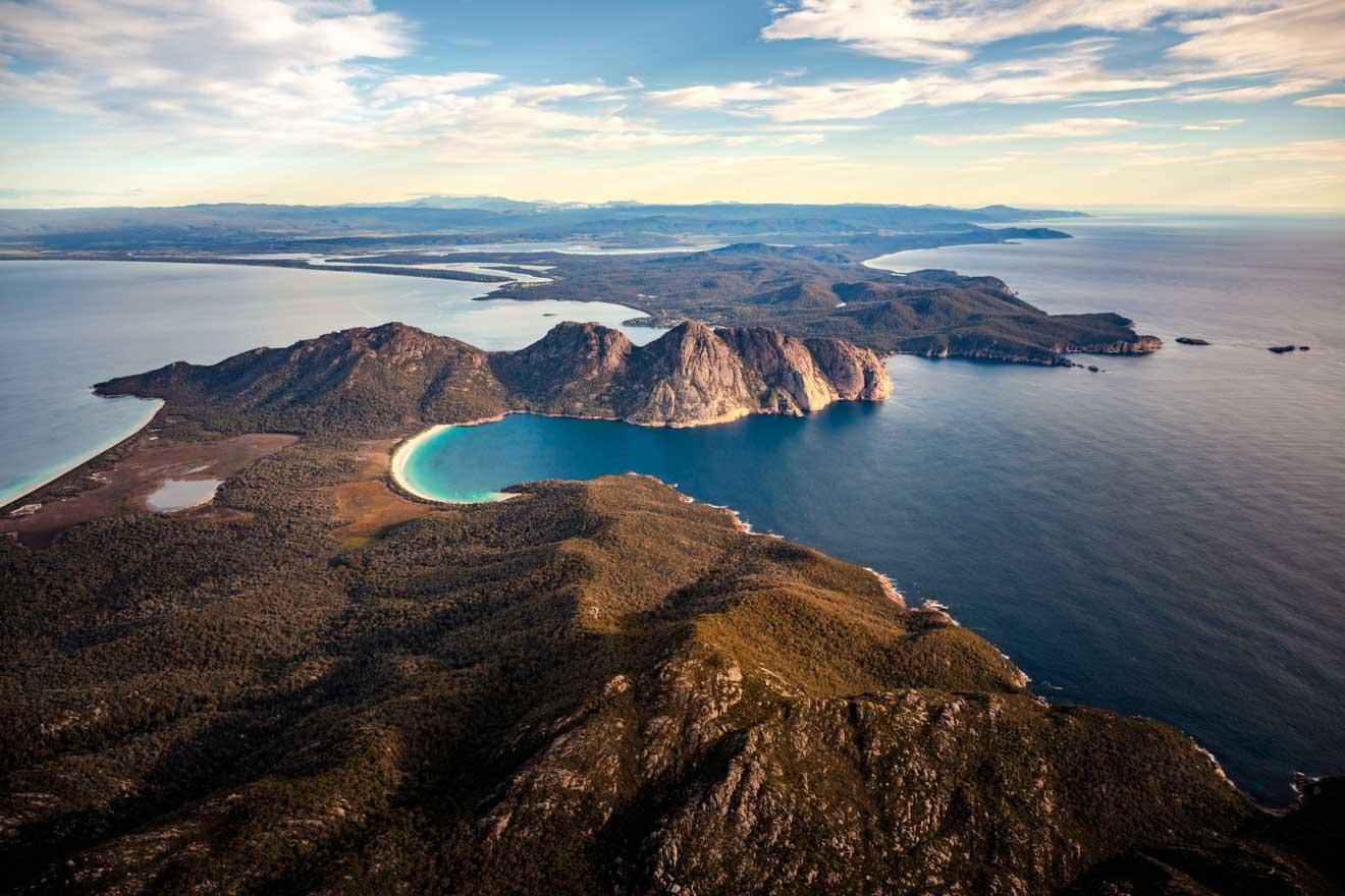 Viaje aéreo en Tasmania a Wineglass Bay