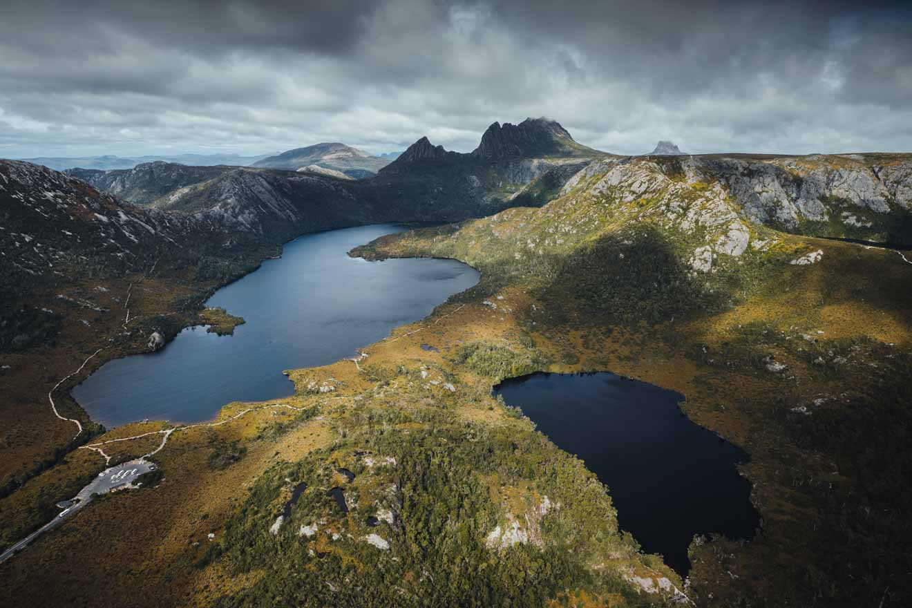 Vista aérea de Dove Lake y Crater Lake Cradle Mountain en Tasmania