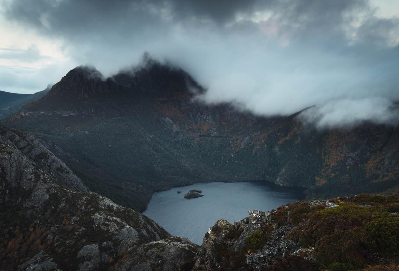 Cradle Hike en invierno: vista del lago Dove y la montaña Cradle desde el monte Campbell