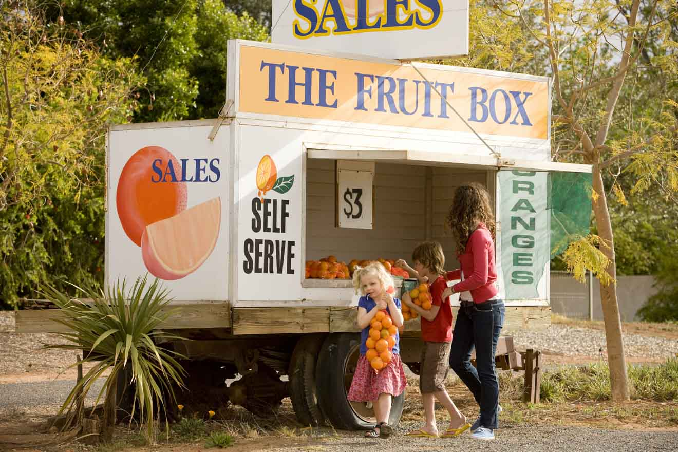 Cosas que hacer en Mildura con niños: puesto de frutas en la carretera