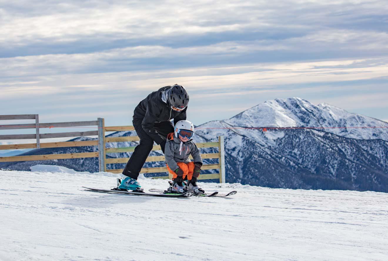 mejores cosas para hacer con los niños: snowboard de Mt Buller o Mt Hotham
