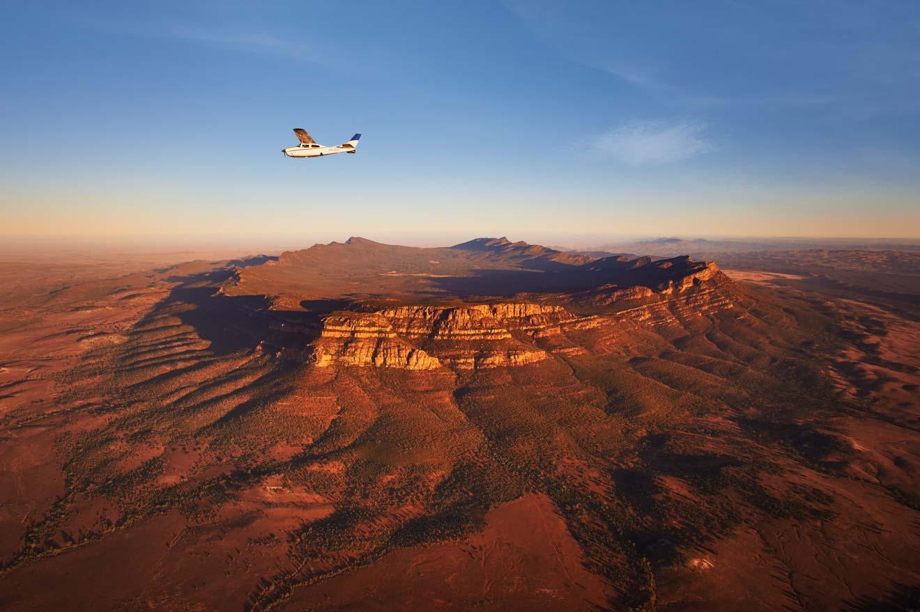 Vuelo panorámico de los pilotos de Bush, Wilpena Pound para hacer, Flinders Ranges Nation