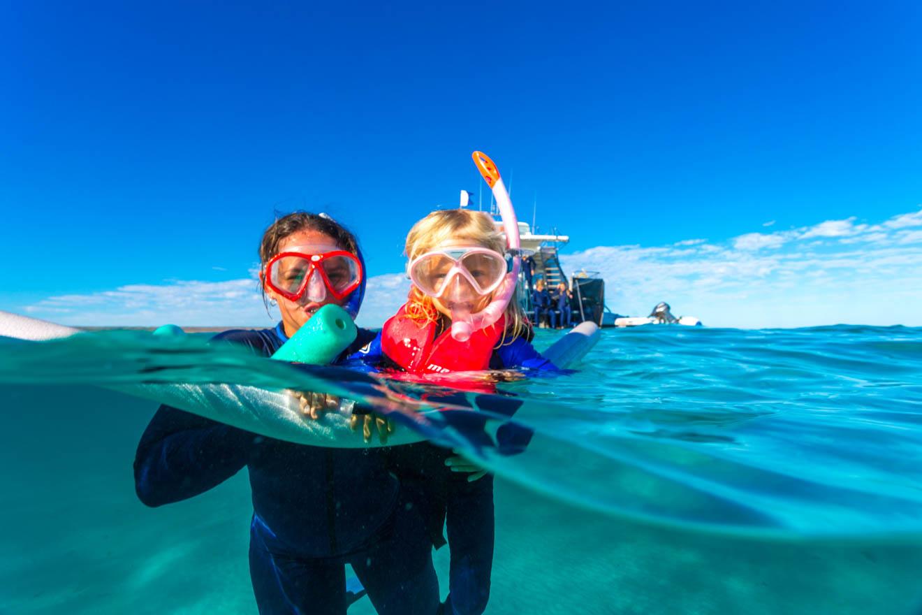 cosas divertidas que hacer con los niños buceando tiburones ballena de Ningaloo