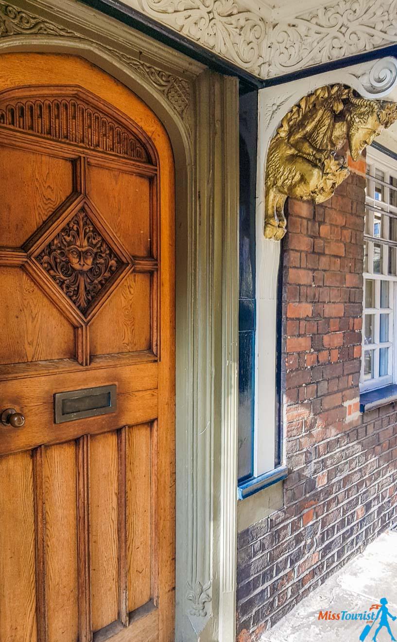 "11 cosas que hacer en Oxford puerta narnia ""width ="" 279 ""height ="" 451"