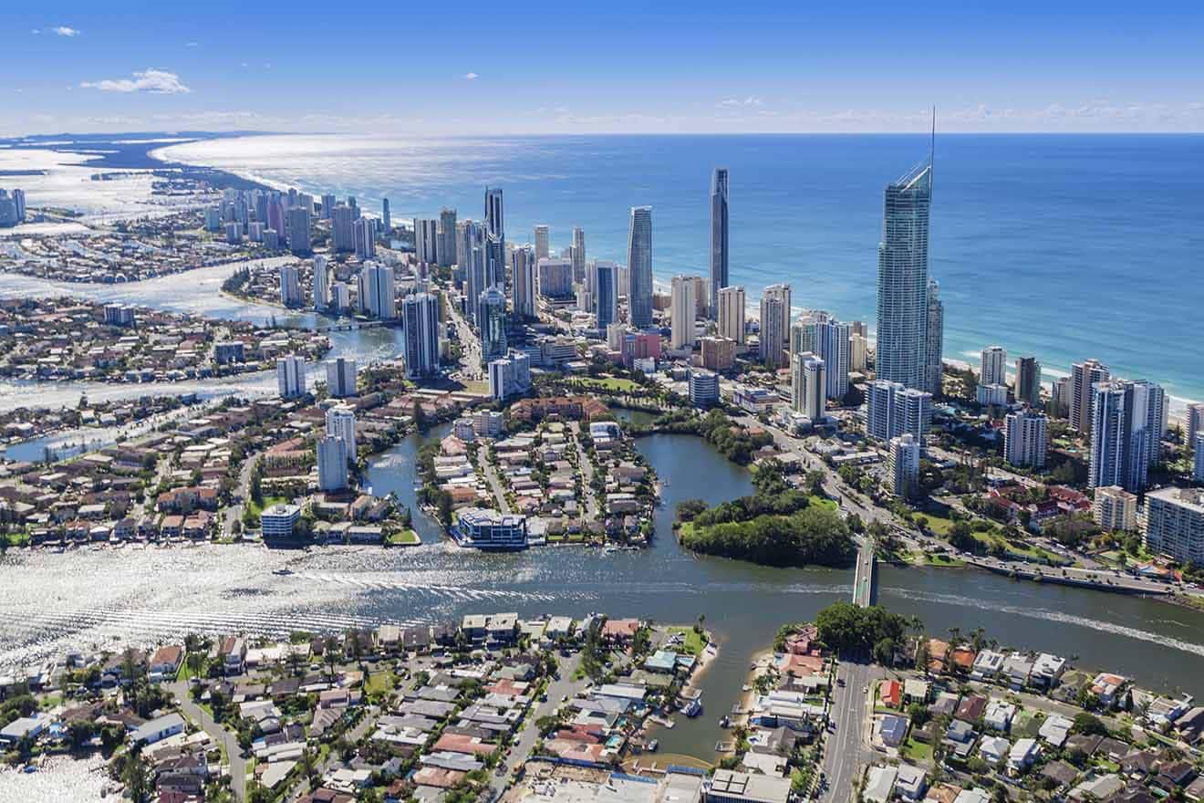 2 hoteles económicos y de lujo en Surfers Paradise