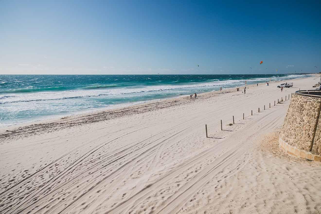 Vista de la playa de Scarborough, cerca de Perth, en un caluroso y soleado verano