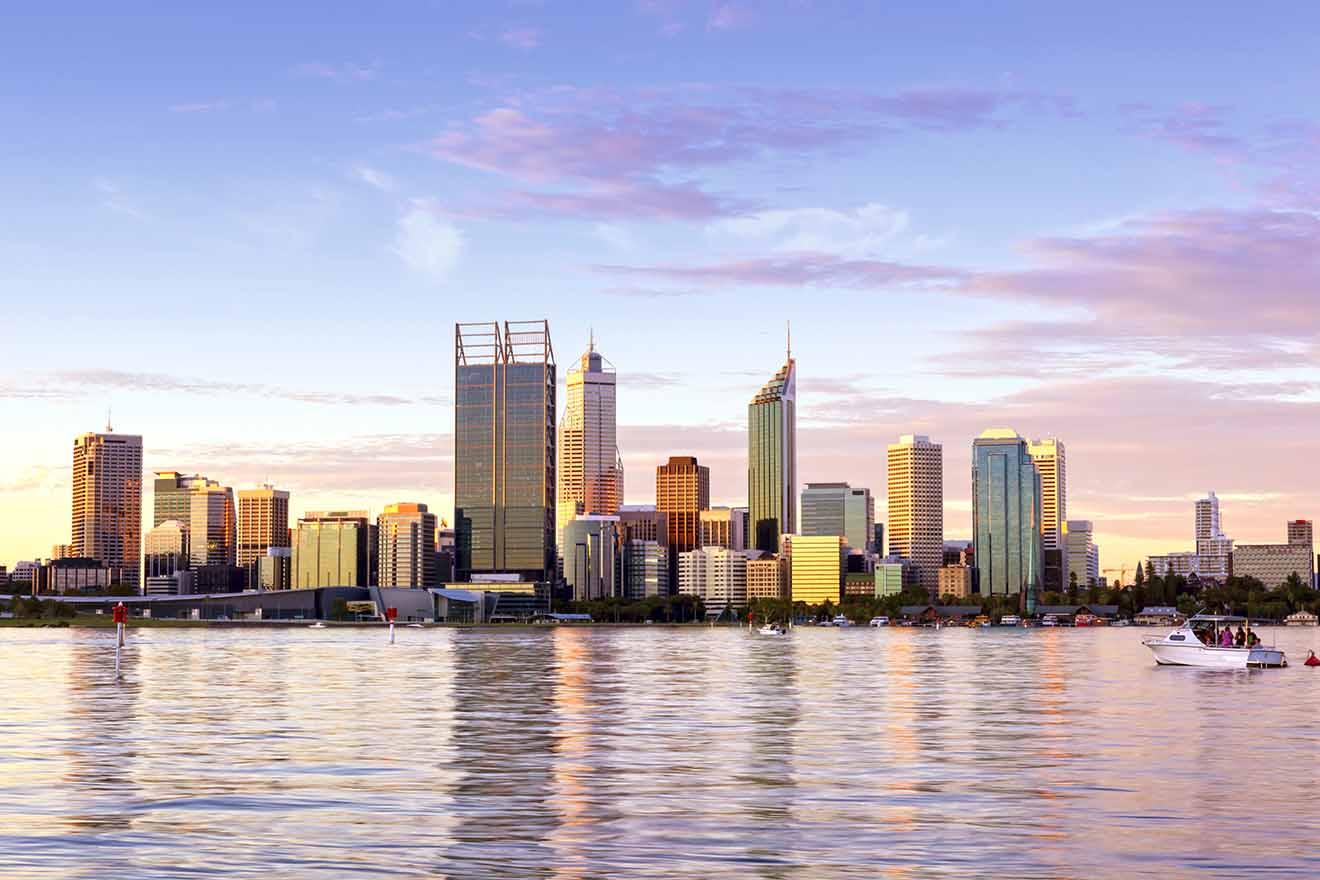 Horizonte de Perth, Australia Occidental al atardecer